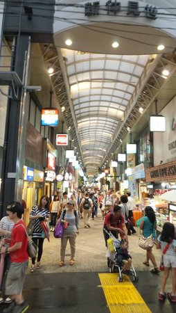 Asakusa: Covered shopping street