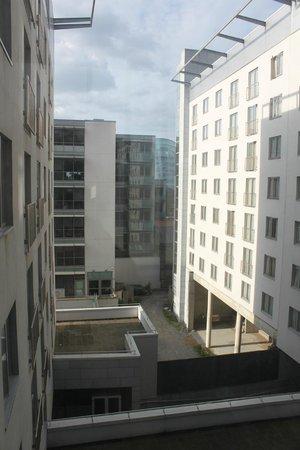 Clayton Hotel Cardiff Lane: Innenhof