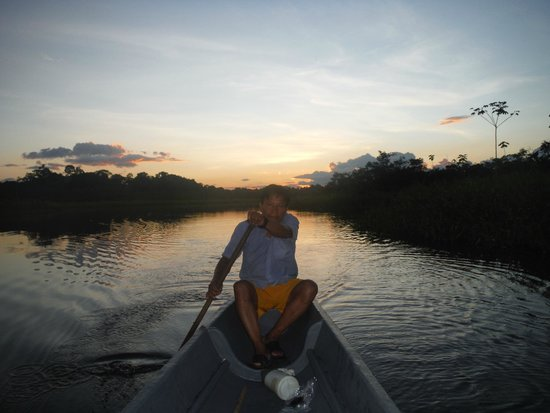 Sani Lodge: Hugo (a local guide) paddling for an Amazon sunset.