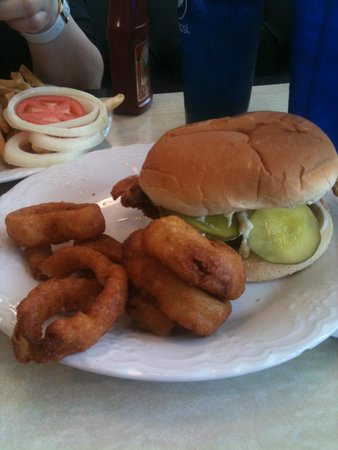 Rimas Diner: Great chicken sandwich and homemade onion rings!