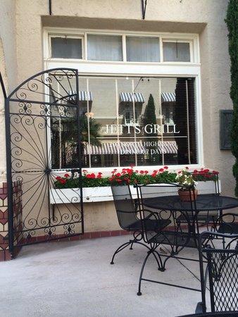 The Hotel Paisano: Jett's grill!!!! Wonderful Jalapeño margaritas