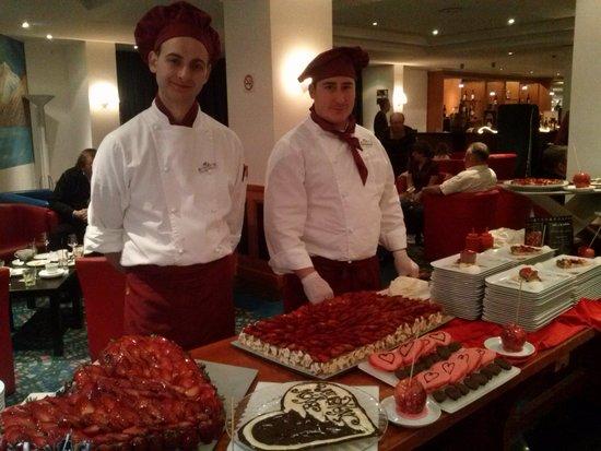Club Med Saint Moritz Roi Soleil: Un des buffets de desserts