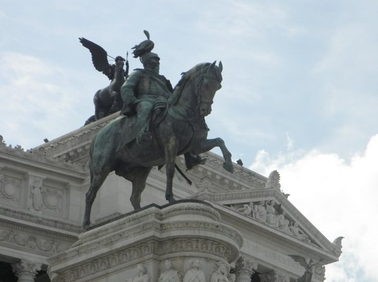 Monument à Victor-Emmanuel II : Monument was created by sculptor Angelo Dzanelly,