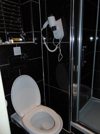 MStay Russell Court Hotel: Bagno