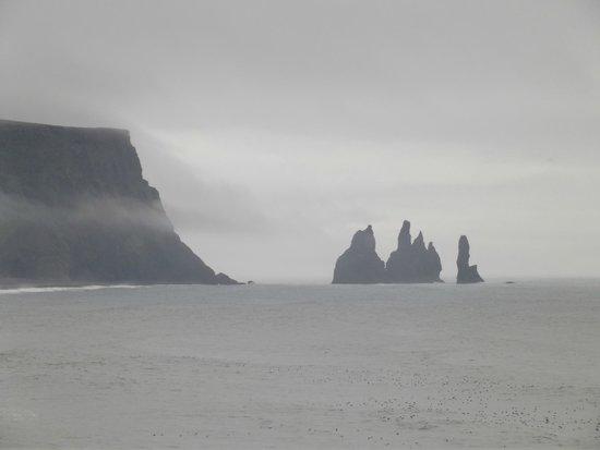 Black Sand Beach: i faraglioni di Reynisfjara visti da Dyrhólaey