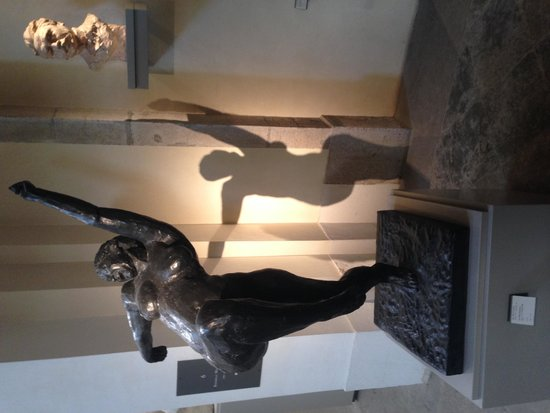 Musee des Beaux-Arts: Dancing figure and shadow