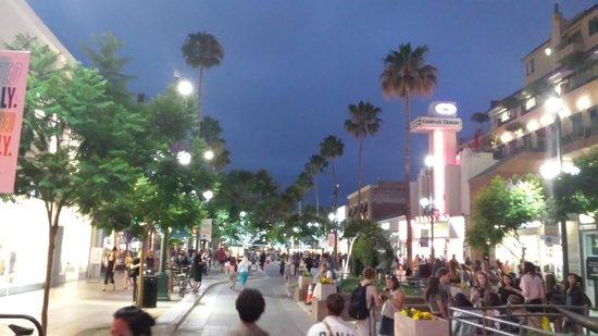 Third Street Promenade : Street Scene