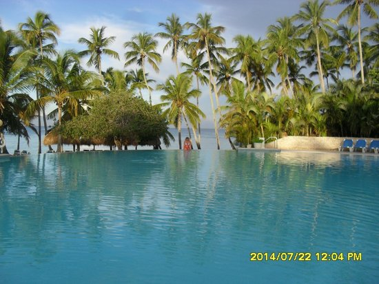 Dreams La Romana Resort & Spa: Pool Becide beach.
