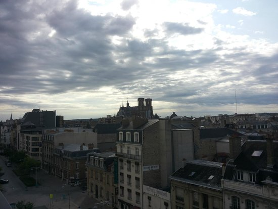 Holiday Inn Reims Centre: View on a cloudy day
