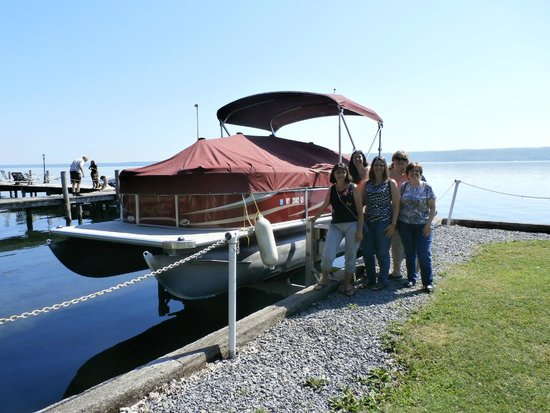 Rainbow Cove Motel: Pontoon Boat to rent...