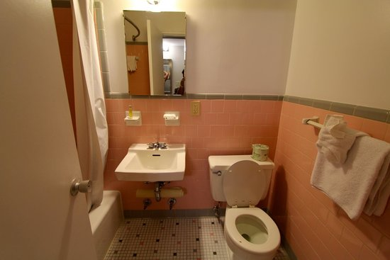 Americana Hotel: The Bathrooms Had Classic Sixties Tile