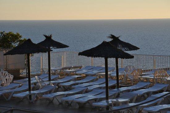 Sun Club El Dorado : parasol de la piscine
