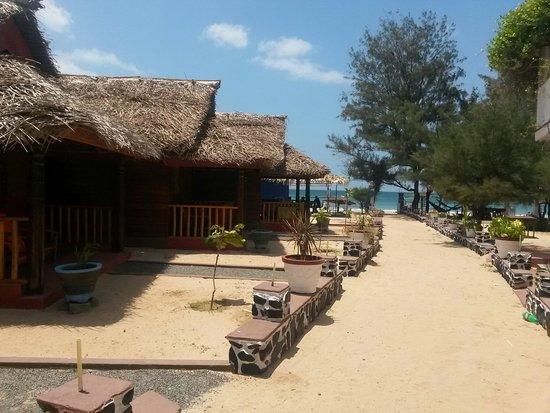 The Silver Beach Hotel: Charming beach bungalows