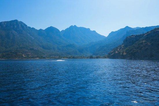 Serena Suites: Local Beach - Boat Trip