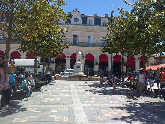Le Centre National et Musee Jean-Jaures: place de la Mairie