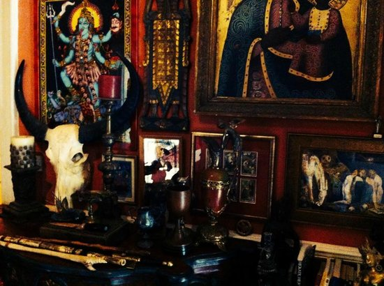 The Covenstead Glastonbury: Ornaments and Displays