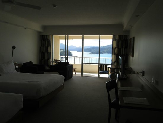 Reef View Hotel: View from room - balcony and Whitsunday Islands