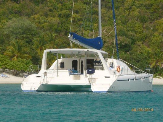 Singing Dog Sailing Day Tours : spacious and comfortable