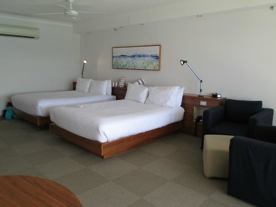 Reef View Hotel: Comfy large twin beds