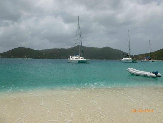 Singing Dog Sailing Day Tours : Off Cay glistening on the horizon in turquoise waters