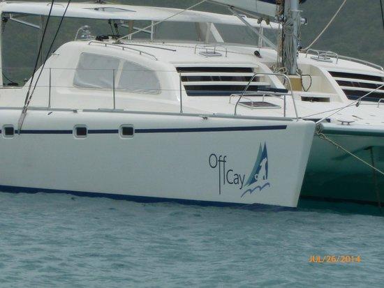 Singing Dog Sailing : Off Cay beauty
