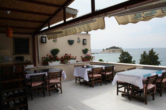 """Mr Happy's - Liman Hotel: Speisen mit Blick auf die berühmte """"Vogel-Insel"""" - genial!"""