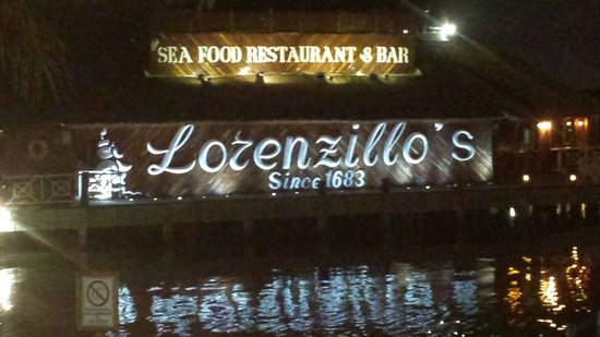 Lorenzillo's : On the way in