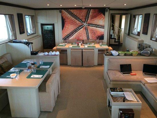 Wakatobi Dive Resort: Pelagian Yacht Speisesaal
