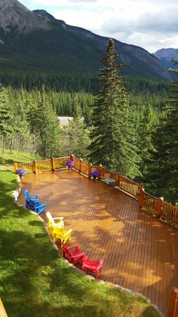 Overlander Mountain Lodge: front deck of main lodge- see Hwy in background :(