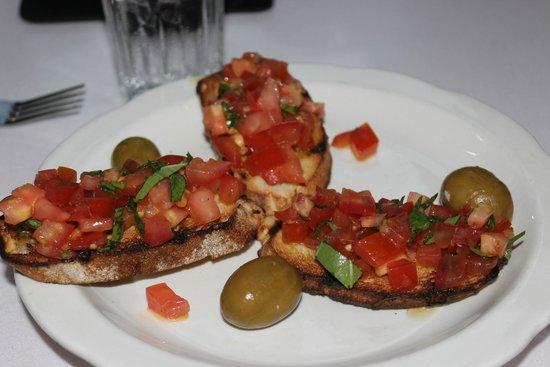 Casa Bella Restaurant: Bruschetta