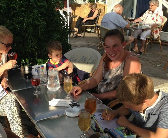 Den Blaa Café : Hygge i gårdhaven