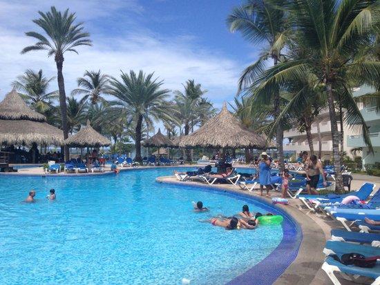 Isla Caribe Beach Hotel: Piscina
