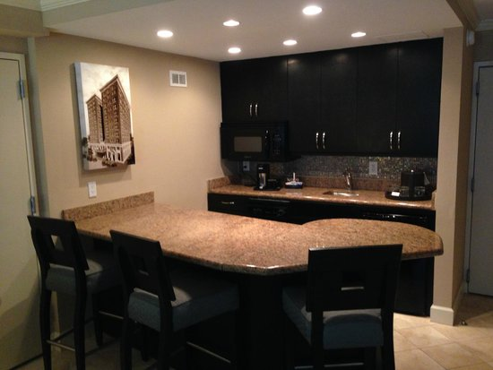Crowne Plaza Orlando Downtown: King Suite Bar and Kitchenette
