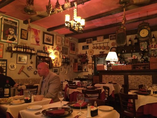 Le Refuge Restaurant : The walls are Covered With Stuff (like in France?)