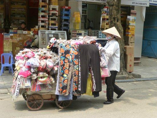 La Dolce Vita Hotel : Vie quotidienne dans la rue Hang Bo