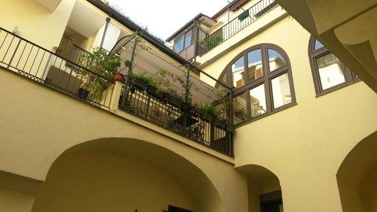 Maison Tofani: Otra vista de las galerías interiores