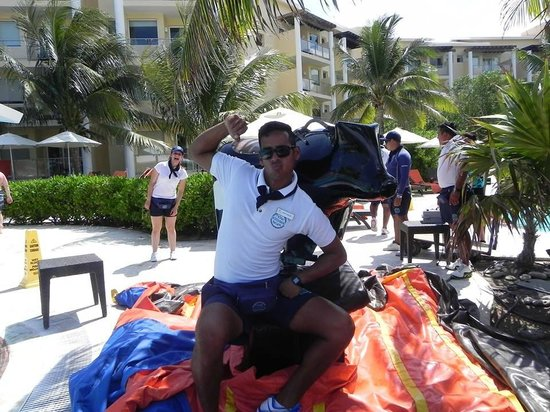 Now Jade Riviera Cancun: Entertainment staff