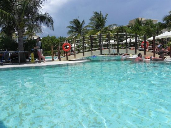 Now Jade Riviera Cancun: pool