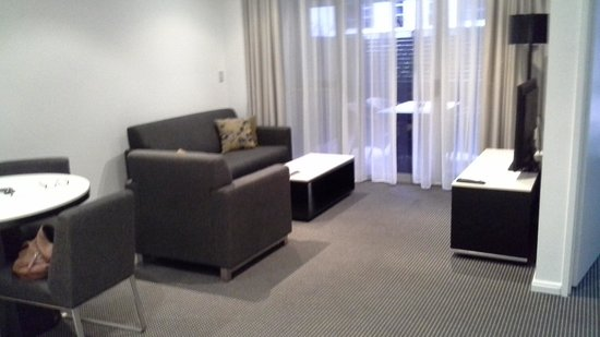 Meriton Serviced Apartments Zetland : lounge