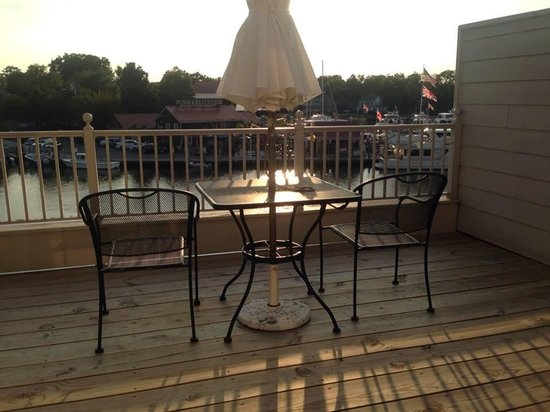 St. Michaels Harbour Inn Marina & Spa: A 3rd-floor WaterView room comes with a deck.