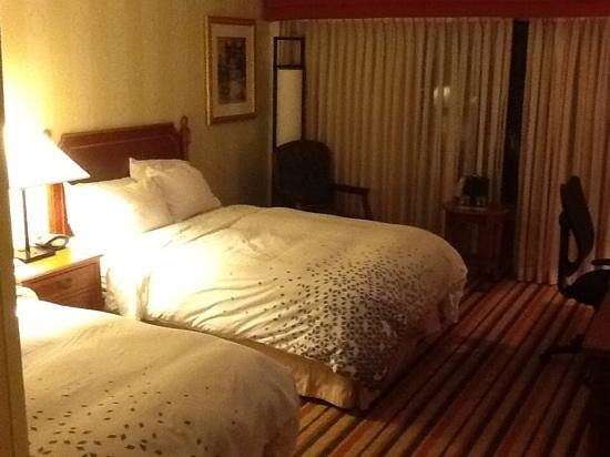 Renaissance Philadelphia Airport Hotel: double beds inside balcony