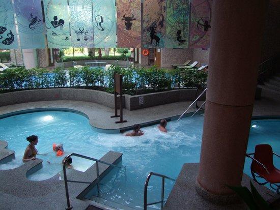 Gloria Verde Resort: Innen Schwimmbad mit Whirlpool