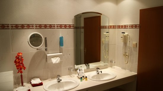 Seeschlösschen Dreibergen: Badezimmer Turmsuite