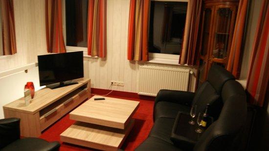 Seeschlösschen Dreibergen: Wohnzimmer Turmsuite