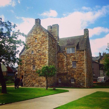 Bairnkine Cottages: Mary Queen of Scots House Jedburgh