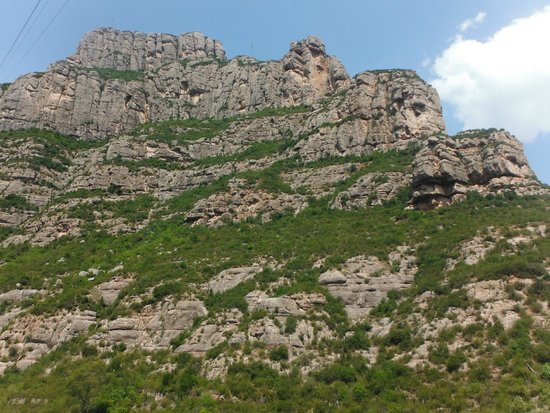 Barcelona Turisme - Afternoon in Montserrat Tour : The journey up the mountain