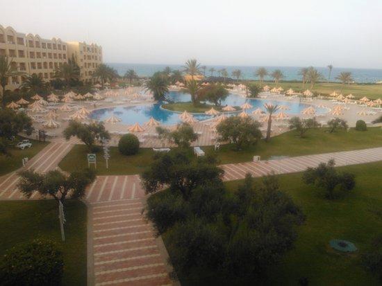 Nour Palace Resort : L'enorme piscina vista dall'alto
