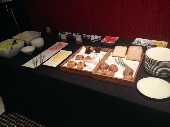 Alexandra Barcelona Hotel, Curio Collection by Hilton : Dissapointing Double Breakfast
