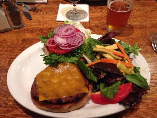 Monterey Coast Brewing Company: Hamburger