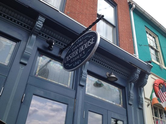 Thames Street Oyster House: Wonderful, small place full of care for their food and service.